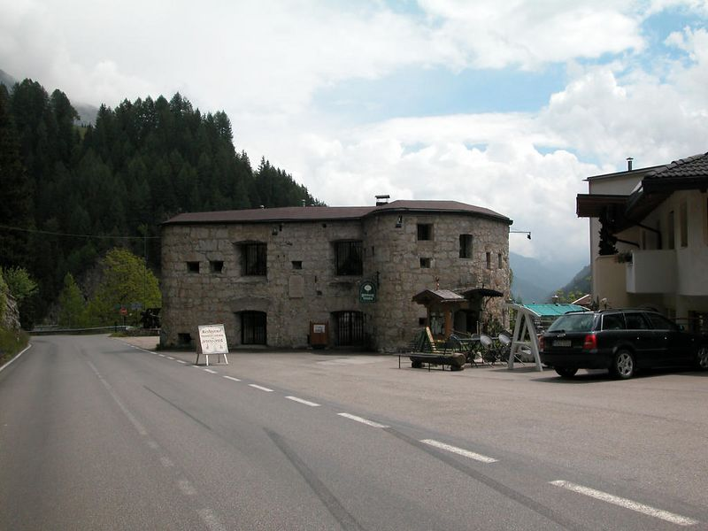 An old WW I fort on the Dolomite Road east of Arabba - now doing business as a Garni (sort of a B&B).