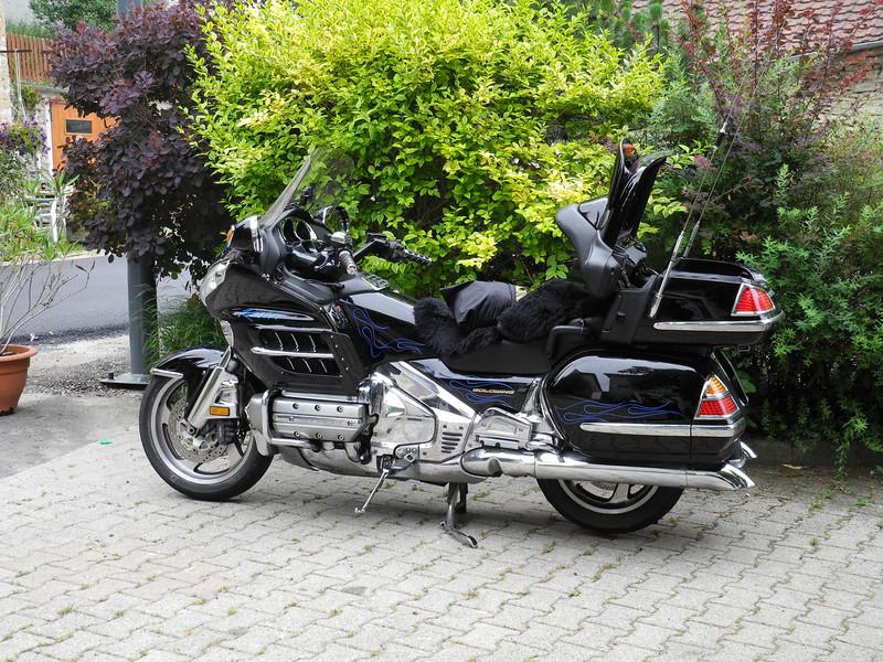 Alpine Roads 2011 @ Le Maronnier, Rencurel<br /> Raven's GoldWing
