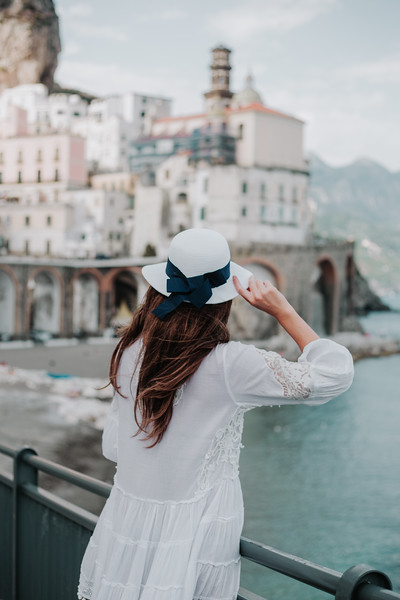 "<div style=""text-align: center;padding: 0px 0px 0px 0px;font-size:13px; font-family:arapey; letter-spacing:2px; line-height: 23px;"">Holiday photographer <br> Amalfi Coast, Italy <br> (Coming soon) </div>"