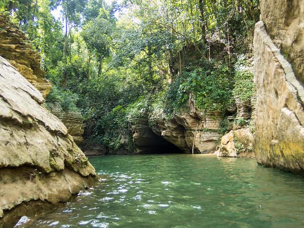 Tanama rapelling & cave tubing