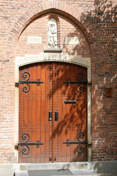 Door of the 1607 English Reformed Church.