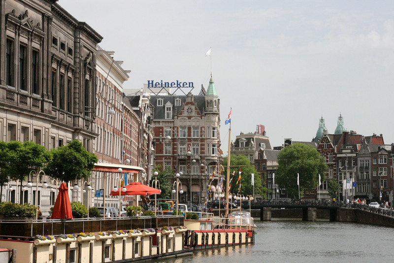 Muntplein area in Amsterdam.  The five-star Hotel de L'Europe is under the Heineken sign.  Our hotel is across the street from the de L'Europe.