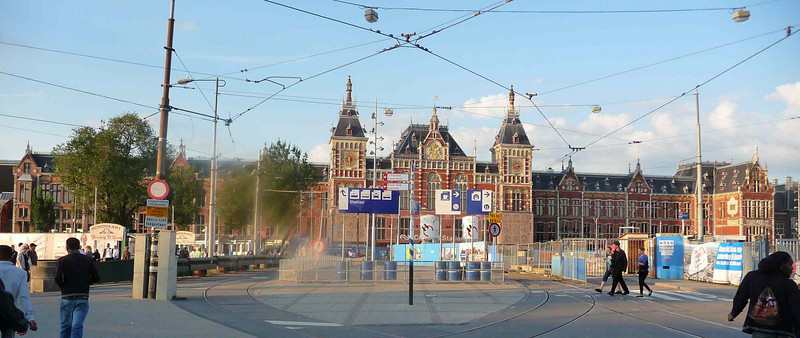 Through the first decade of the 21st Century the spectacular frontage of Amsterdam Centraal Station and the area between it and Damrak underwent extensive restoration and renovation. Evenas the decade drew to a close (August 2009) the work continued