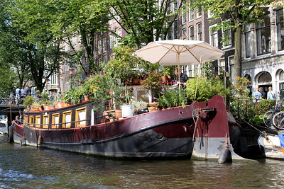 House boat and garden!
