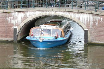Squeezing Through! Keizergracht, Amsterdam
