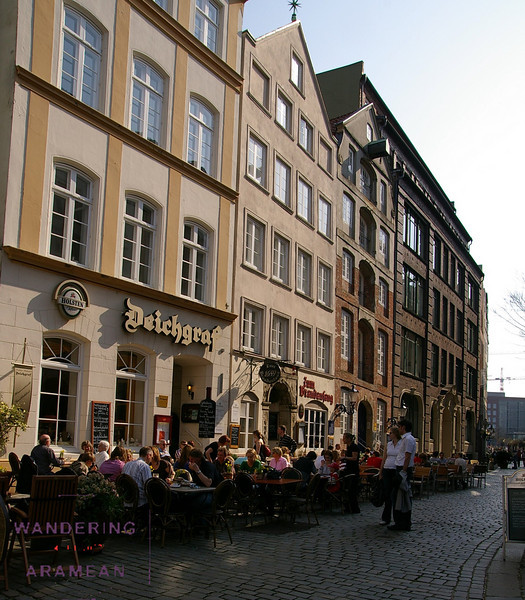 Outdoor dining in the Speicherstadt district
