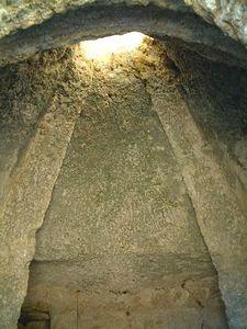 Burial chamber01