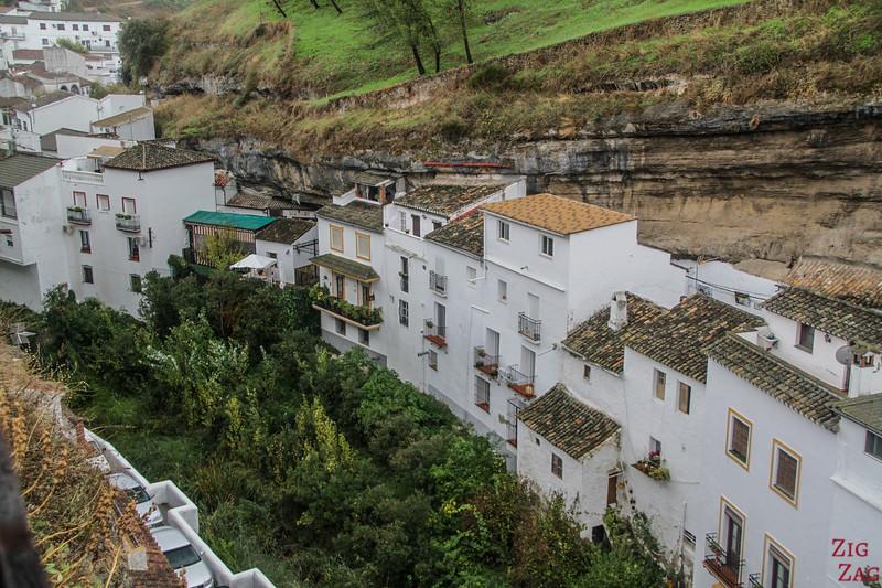 Pueblo blanco Setenil de las Bodegas - viewpoint troglodyte houses