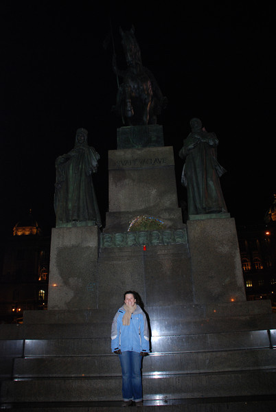 Anna and Winselas Statue 3
