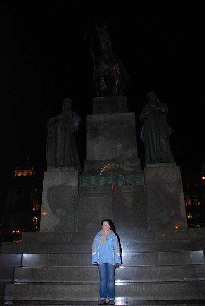 Anna and Winselas Statue 2