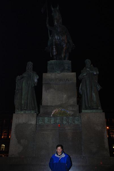 Tony and Winselas Statue 2