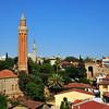 Minareter (arabisk Minara, flertall: Minarat, og urdu: minra, flertall minar) er arkitektonisk særpregede byggverk tilknyttet islamske moskeer. Minareter er generelt høye og grasiøse spir, ofte med løkformede kroner, vanligvis frittstående og markant høyere enn omliggende bygninger.