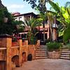 Litt av hotelhagen der me budde...I alt var det 3 hager som høyrte til Hotel Tuvana..