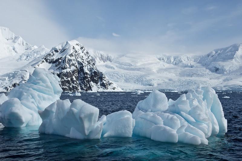 Maritime glacier and bergy bits