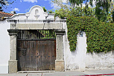 antigua gate