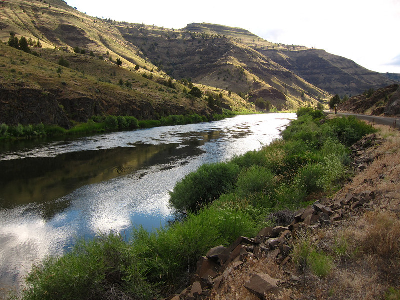 The majestic John Day river, downstream of Sheep Rock.