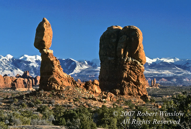 Balanced Rock, Arches National Park, Moab, Utah, USA, North America