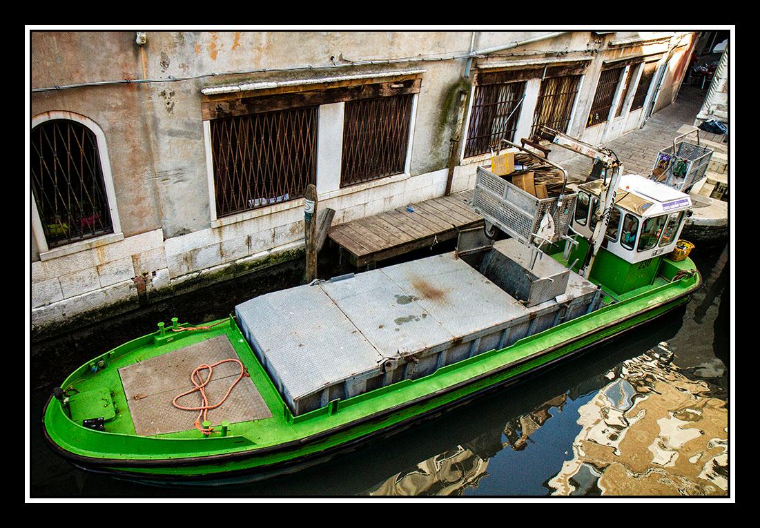 IMAGE: https://photos.smugmug.com/Travel/Architecture/Venice/i-8JpTdzM/0/df4559f7/O/Gaebage%20Scow.jpg