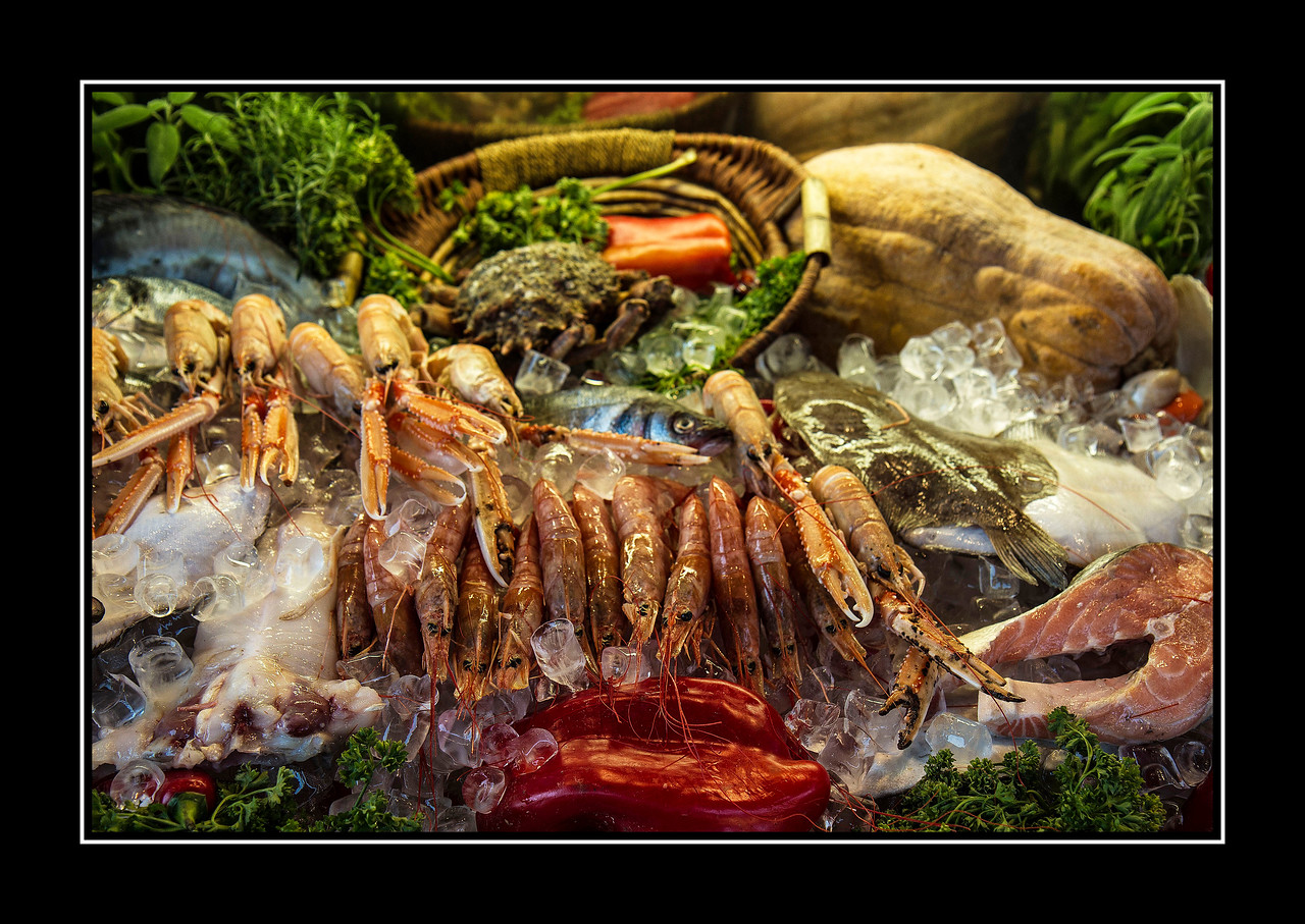 IMAGE: https://photos.smugmug.com/Travel/Architecture/Venice/i-wrqvzwb/0/d4bc4ddb/X2/Seafood.-X2.jpg