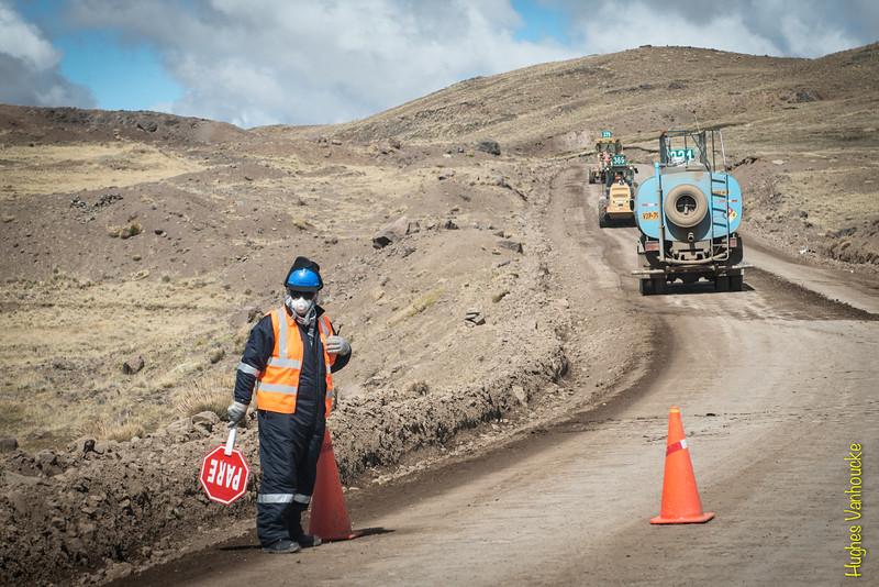 Obras de mejoramiento de la pista afirmada un sábado x la mañana - Espinar - Cusco - Perú <br /> <br /> Roadworks to improve the affirmed road between Espinar & Arequpia - Espinar - Cusco - Peru<br /> <br /> Wegenwerken op een zaterdagochtend om de weg te verbeteren van Espinar naar Arequipa - Espinar - Cusco - Peru<br /> <br /> Travaux le samedi matin afin d'améliorer la route entre Espinar & Arequipa - Espinar - Cusco - Pérou