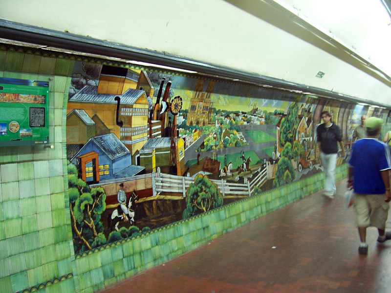 <h3>Some of the subway stations have tile murals.  These murals were here when I lived in Buenos Aires from 1940 to 1943.  They are still in good shape.</h3>