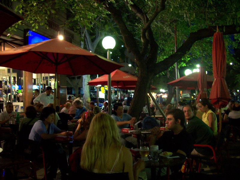 <h3>Sidewalk cafes on the pedestrian mall in Mendoza.  Time: about 10 p.m.</h3>