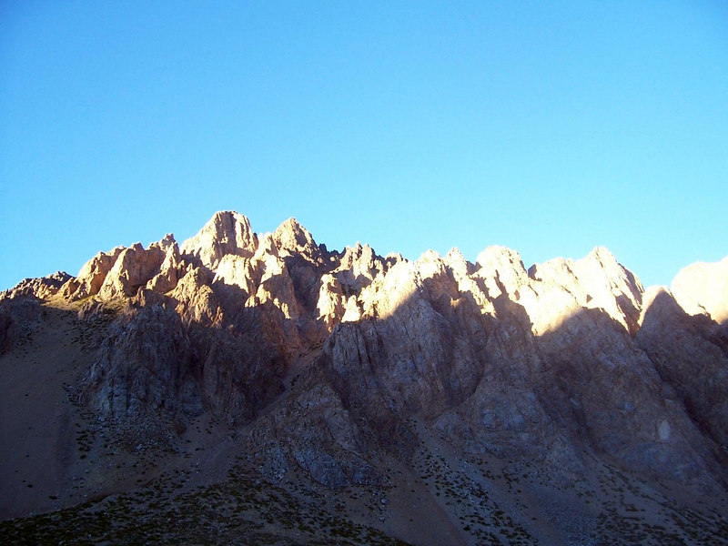 <h3>Los Penitentes (early morning).  The peaks are supposed to resemble a line of monks.</h3>
