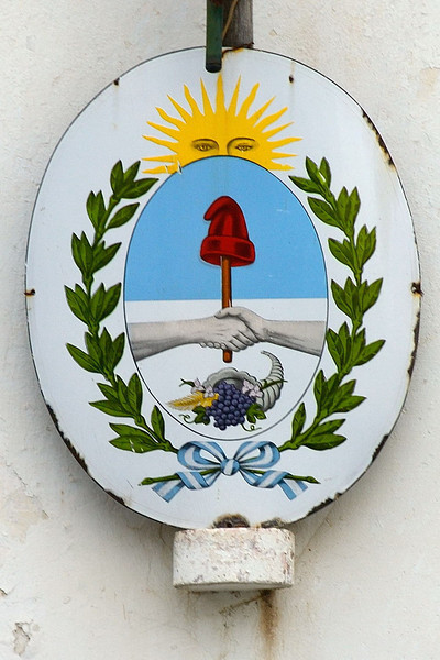 Bodega Salentein, Mendoza. The Argentine crest with an added bunch of grapes.