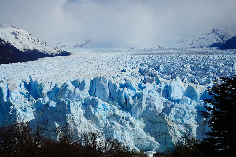 This gives a sense of the immensity of the glacier.