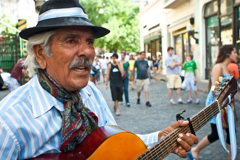 "<a href=""http://www.caminanteargentino.com.ar/""><span style=""color:#7CFC00"">Juan Carlos Balvidares</span></a> performing on the Defensa Street, at the Dorrego feria (Feria de San Telmo)."