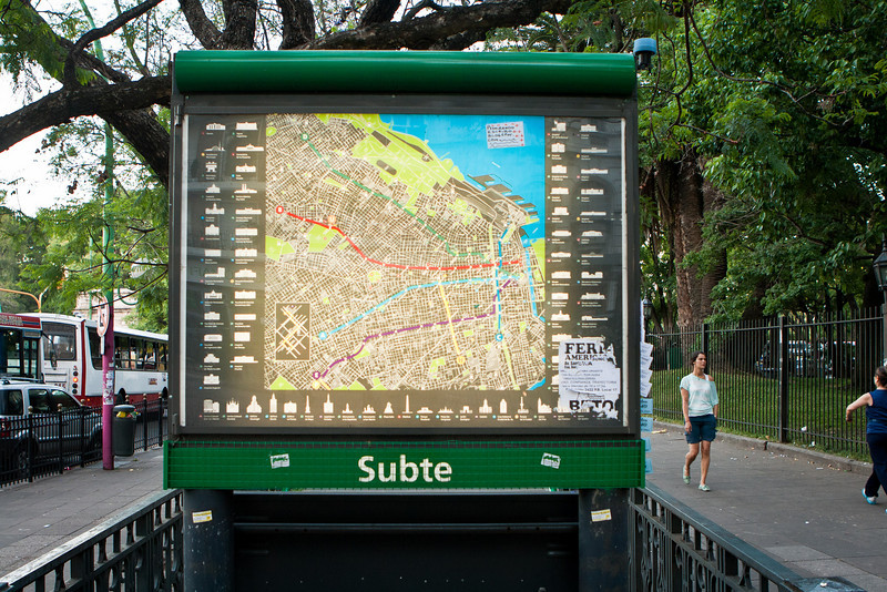 <em>Subte</em> signifies the subway entrance.