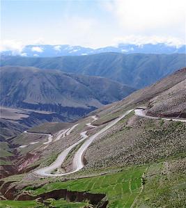 99 haarspeldbochten, Quebrada de Humahuaca, Argentinië.