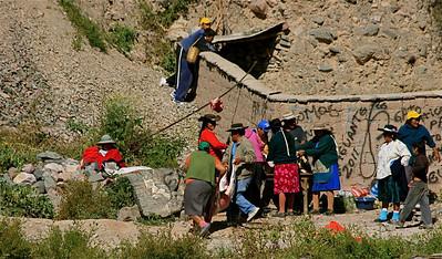 De geiten worden geslacht voor het Paasfeest. Iruya, Quebrada de Humahuaca, Salta, Argentinië.