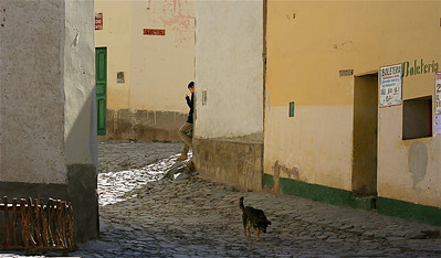 Het straatbeeld van Iruya. Quebrada de Humahuaca, Salta, Argentinië.