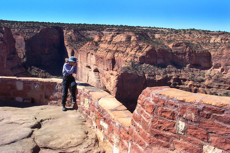 Helen getting a shot from Antelope House Overlook. The overlooks have these short walls, if you hike off to the sides you are standing on the open edge of the cliffs, cool stuff.