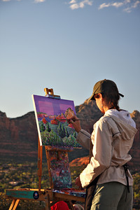 A painter puts nature on canvas from the Sedona airport lookout.