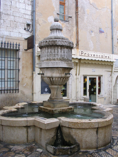 Vence fountain Sep2003