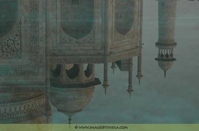 Reflection pool at Taj Mahal (Agra, India)