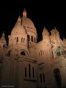 Basilique du Sacre-Coeur at night.