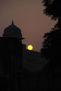 Sunset near Fatehpur Sikri/Panch Mahal, Agra  http://en.wikipedia.org/wiki/Fatehpur_Sikri