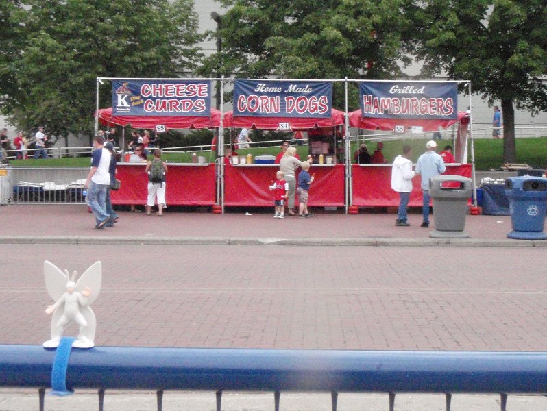 2009-05-25 outside the Metrodome