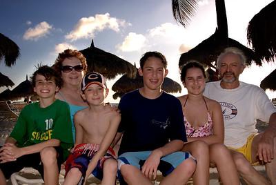 Arturo y Susy con los nietos