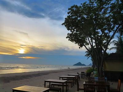 7 November 29 Hua Hin (Beach walk AM, PM, Lung Ja again)