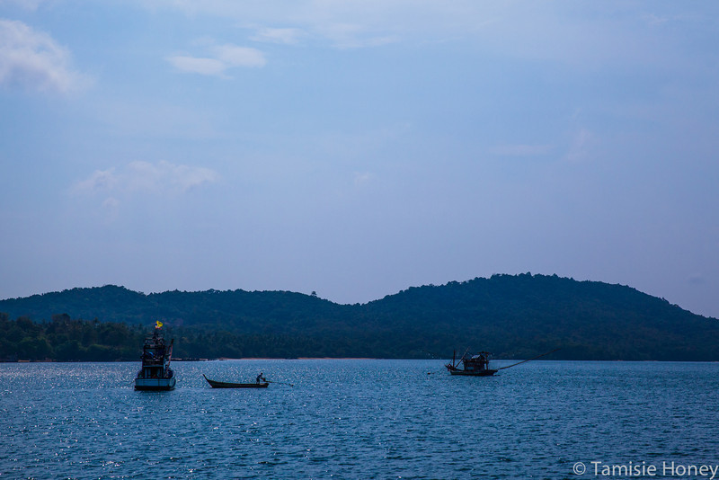 FIshermen at anchor, Leam Hang Nak