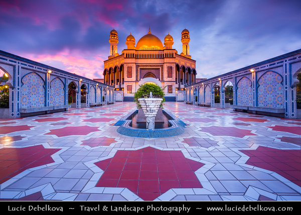 Asia - Brunei Sultanate - Borneo Island - Bandar Seri Begawan - Capital City - Jame Asr Hassanil Bolkiah Mosque - Kiarong mosque - Largest mosque in Brunei & One of the grandest monuments to Islam in the whole region - Major landmark & tourist attraction