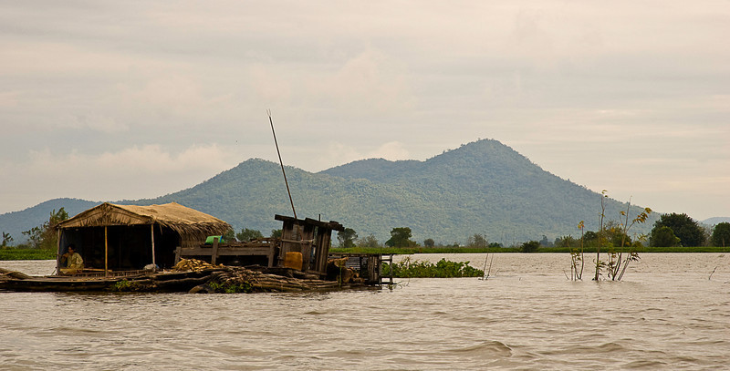 Floating house on the Tonlé Sap above Kompong Chhnang