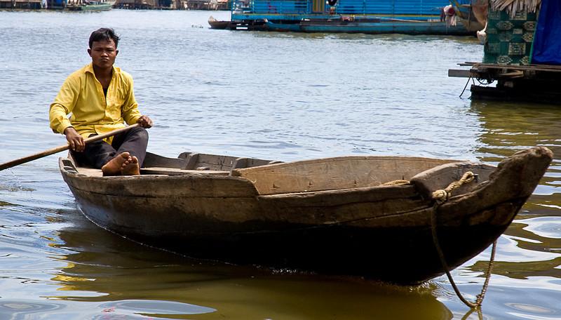 Boatman on the Tonlé Sap at Kompong Chhnang floating village