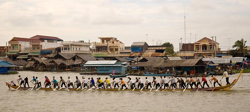 Dragon boat racing practice, Sunday morning on the Tonlé Sap at Kompong Chhnang