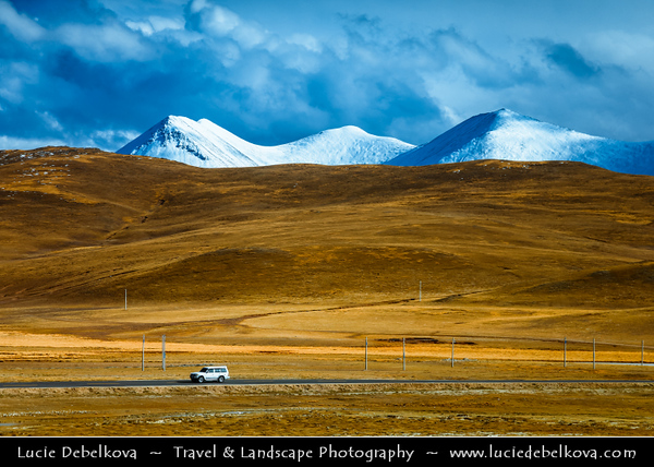Asia - China - Tibet - Tibetan Plateau - Winter landscape with snow cover along high altitude train to Lhasa - Railway also passing through Tanggula Pass at 5,072 m (16,640 feet) above sea level, making the world's highest railway