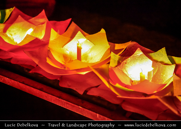 Asia - China - Southwest China - Yunnan Province -  Lijiang - 丽江- Likiang - Old Town - UNESCO Heritage Site - Naxi woman lighting candle lanterns